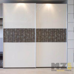 Современный двухстворчатый шкаф среднего размера