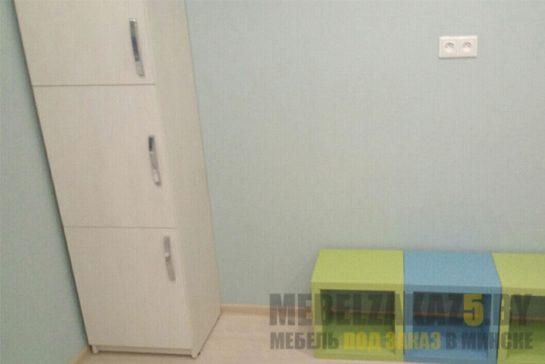 Шкаф-пенал в детскую комнату закрытого типа