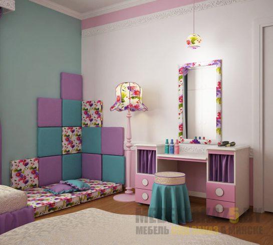 Яркий розовый туалетный столик с зеркалом в детскую для девочки