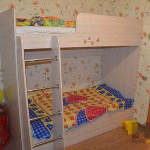 Двухэтажная кровать в детскую для двоих детей