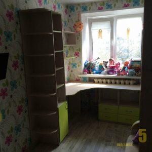 Письменный стол в детскую из МДФ с открытым шкафом-пеналом