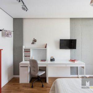 Рабочая зона в детскую комнату в белом цвете