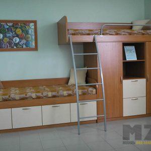 Двухъярусная детская кровать из массива дерева с распашными шкафчиками