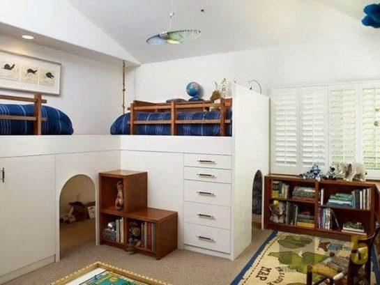 Большая кровать-чердак для двоих детей с игровой зоной