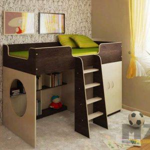 Кровать-чердак с лестницей и полками