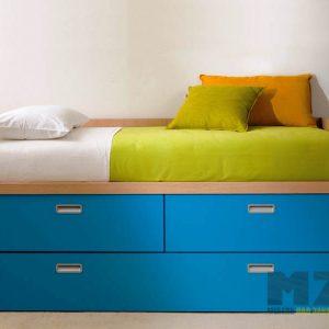 Выдвижная кровать в детскую ярко-синего цвета