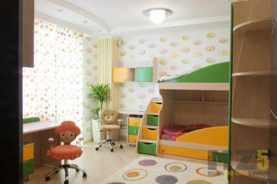 Двухъярусная кровать желто-зеленого цвета для детской комнаты