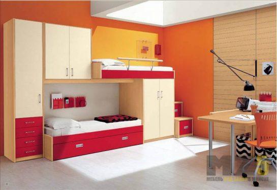Двухуровневая кровать с навесным шкафчиком и шкафом-пеналом в детскую комнату