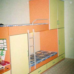 Двухъярусная кровать для детской со встроенными шкафчиками