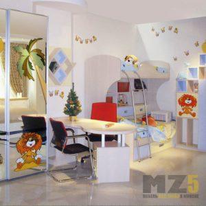 Двухуровневая кровать в детскую комнату с зеркальным шкафом-купе с фотопечатью