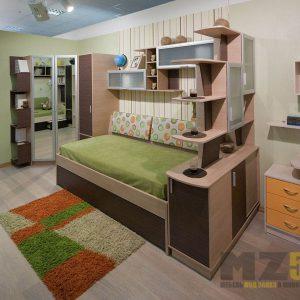 Кровать с зеркальным шкафом и стеллажом в детскую