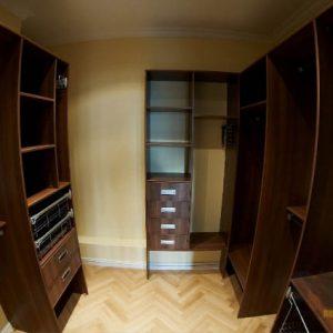 набор шкафов открытого типа в гардеробную