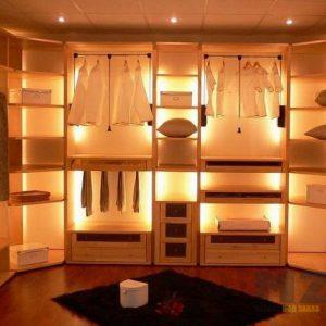 Классическая гардеробная с подсветкой