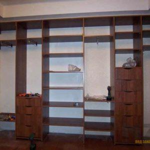 Открытая линейная гардеробная система из МДФ