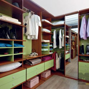 Салатовая угловая гардеробная с зеркалом