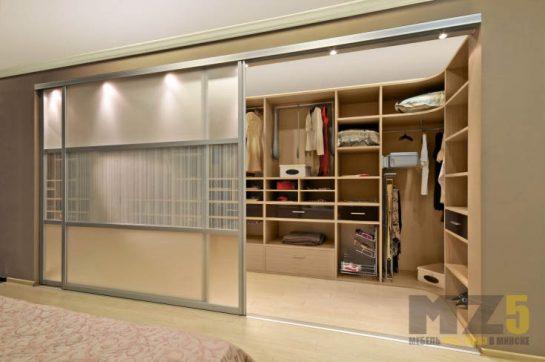 Большая встроенная гардеробная система из МДФ