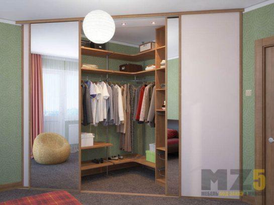 Встроенная гардеробная с зеркальными дверями