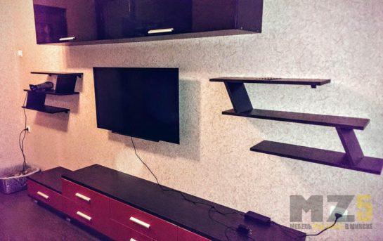 Минималистичная стенка в гостиную с декоративными навесными полками