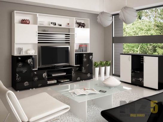 Глянцевая черно-белая горка в гостиную с рисунком