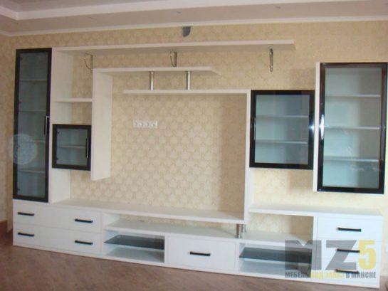 Современная стенка в гостиную из ДСП и стекла