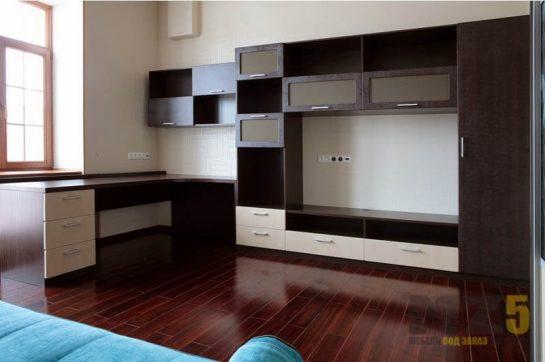 Горка в гостиную бежево-шоколадного цвета из МДФ