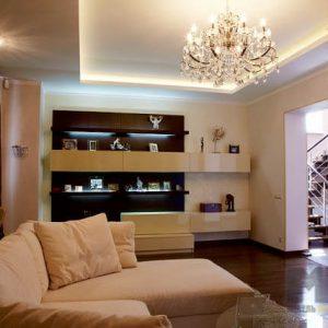 Бежево-коричневая горка в гостиную с подсветкой