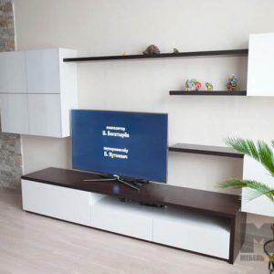 Современная минималистичная горка в гостиную бело-коричневого цвета
