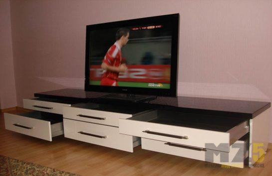 Длинная тумба под телевизор в современном стиле