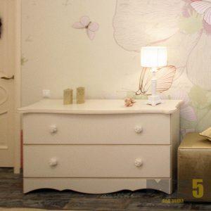 Белый современный комод удлиненной формы в спальню