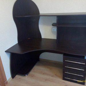 Черный угловой компьютерный стол