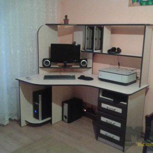 Функциональный современный компьютерный стол с приставной тумбой