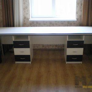 Прямоугольный компьютерный стол для двоих с двумя тумбами