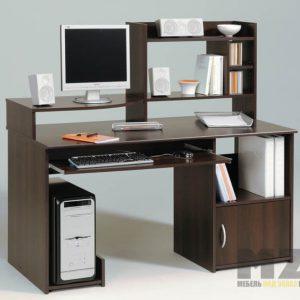 Компьютерный стол в классическом стиле с тумбой и полочками