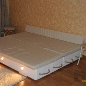 Оригинальная двуспальная кровать с подсветкой и выдвижными ящиками