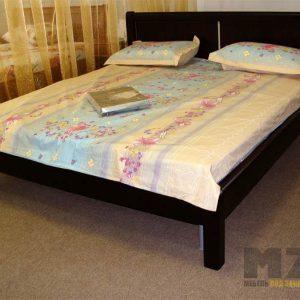 Черная кровать в спальню на ножках