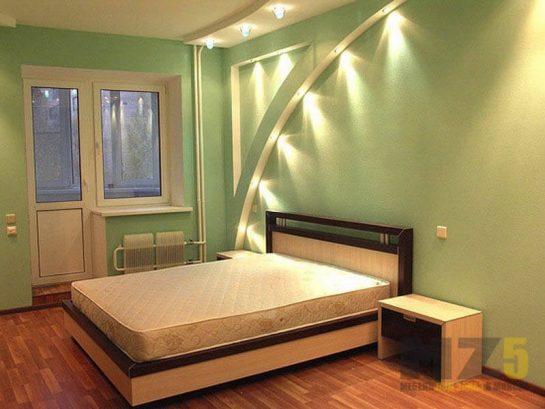 Классическая двуспальная кровать строгих форм