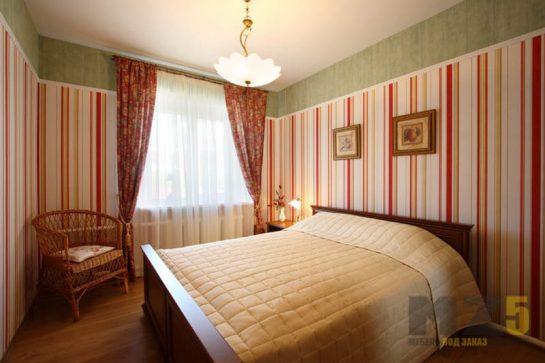 Большая двуспальная кровать под цвет дерева из МДФ