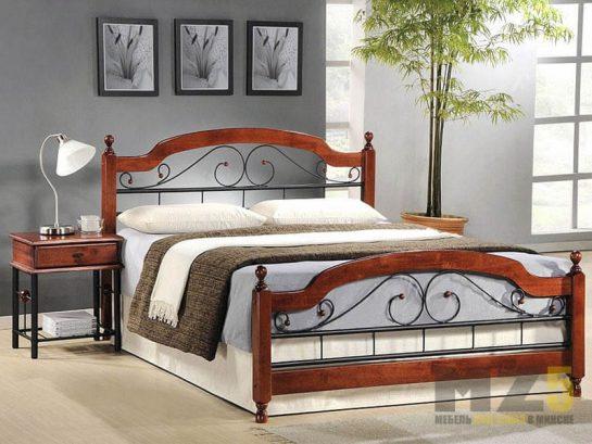 Современная двуспальная кровать в комнату из дерева с классической приставной тумбой