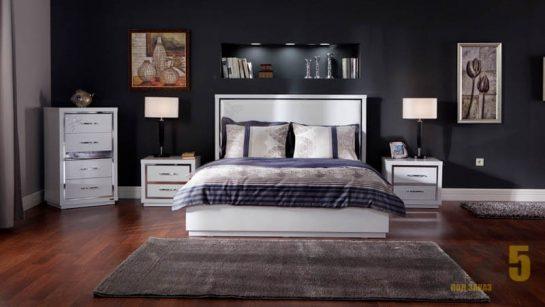 Современная белая двуспальная кровать