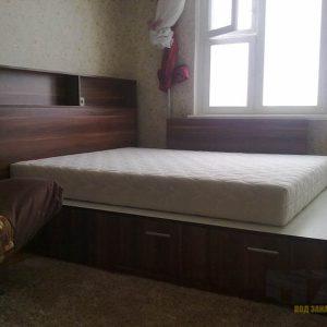 Двуспальная кровать из МДФ темного цвета