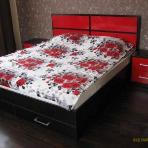 Роскошная двуспальная кровать красно-черного цвета