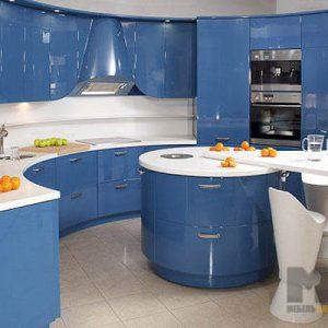 Радиусная полукруглая синяя кухня с островом