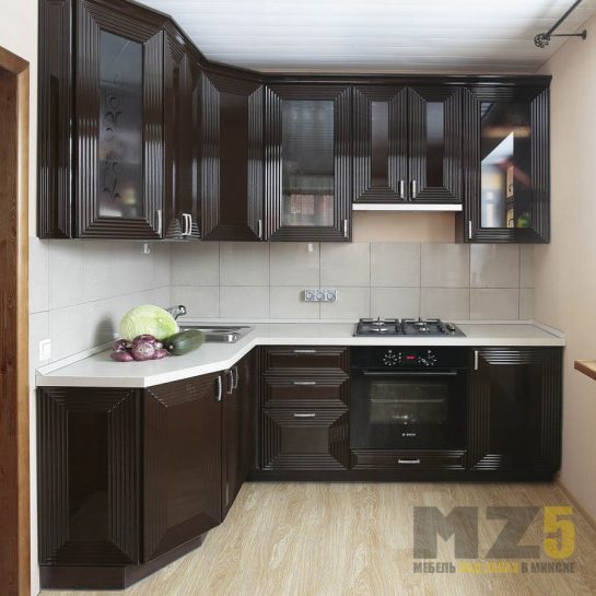 Классическая угловая кухня из крашенного МДФ с 3д фасадами