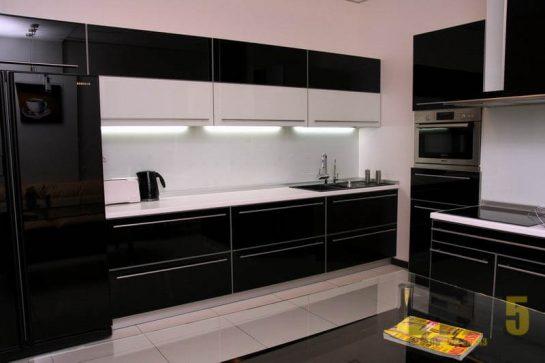 Глянцевая двухрядная кухня в стиле минимализм