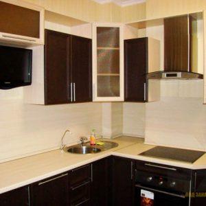 Кухня из шпона маленького размера угловой конфигурации