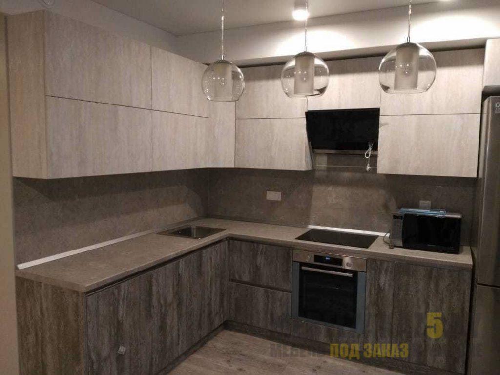 Ультрасовременная минималистичная угловая кухня в серых тонах