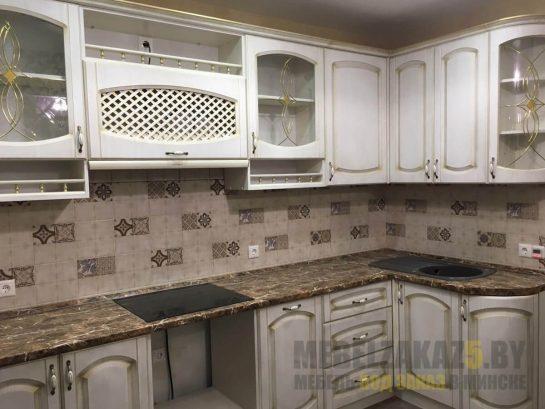 Кухня прованс с патиной угловой конфигурации