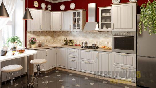 Угловая классическая кухня с белыми фасадами