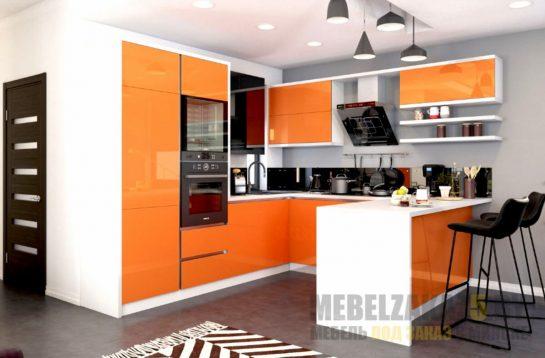 Маленькая п-образная бело-оранжевая кухня
