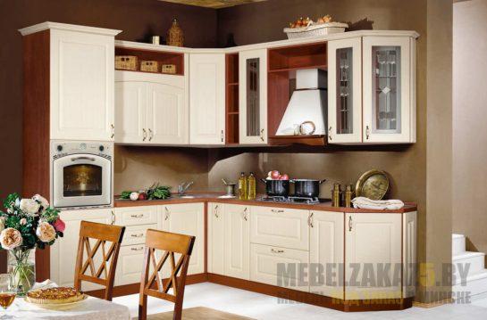 Маленькая угловая классическая кухня со столешницей из МДФ
